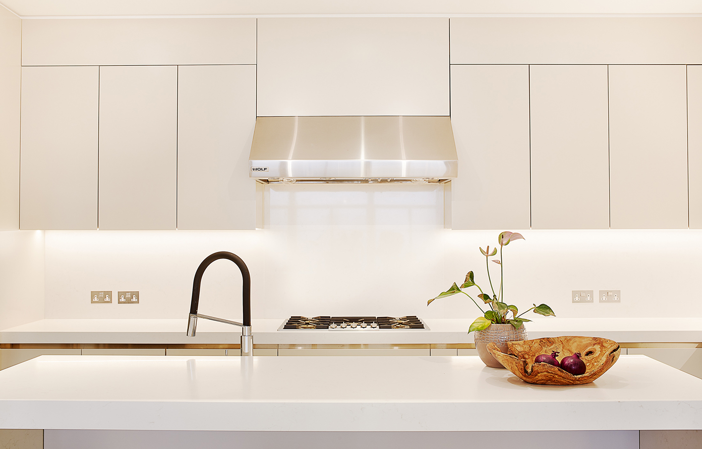 Aldworth James & Bond | Chelsea Residence | Kitchen with Caesearstone Frosty Carrina worktop